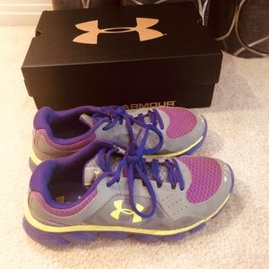 Girls Under Armour Youth Size Running Shoes